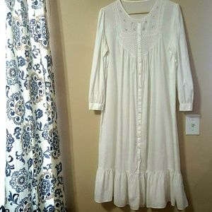 Other - White Large Embroidered Roses Nightgown VINTAGE